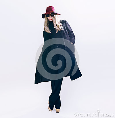 Free Lady In Classic Black Coat And Hat. Fashion Style Stock Photos - 48620743