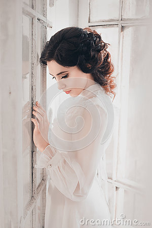 Free Lady In White Vintage Dress Stock Photography - 74558072
