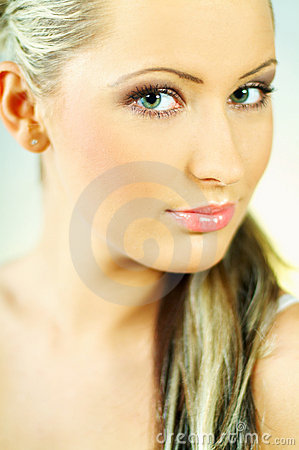 Free Lady S Portrait Royalty Free Stock Photography - 585387