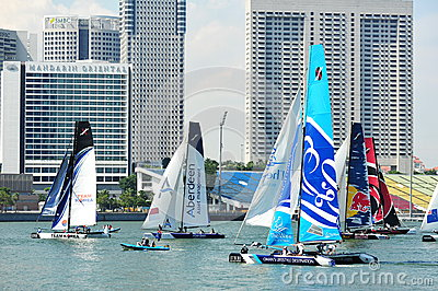 Lag som springer på den extrema segla serien Singapore 2013 Redaktionell Foto