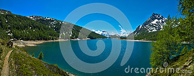 Lago de alpes de Codelago (lago) Devero Devero