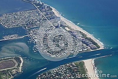 Lago digno de entrada en el condado de Palm Beach, la Florida