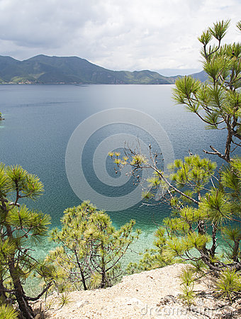 Lago Lugu en Yunnan, China