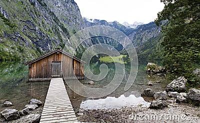 Lago obersee fotografia stock immagine 48931390 for Disegni della casa della cabina di ceppo e programmi del pavimento