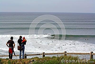 Lahinch praticante il surfing Fotografia Stock Editoriale