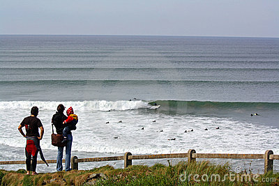 Lahinch que practica surf Foto de archivo editorial