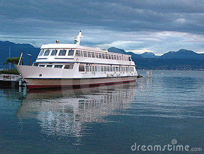 Lake cruise ship