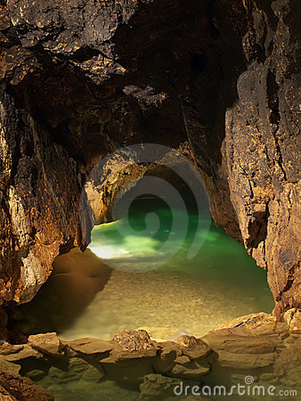 Free Lake In Cave Royalty Free Stock Photography - 14433827