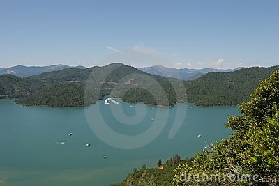Lake Shasta Royalty Free Stock Image - Image: 5327376
