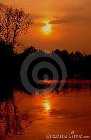 Free Lake Sunset Royalty Free Stock Images - 7541299