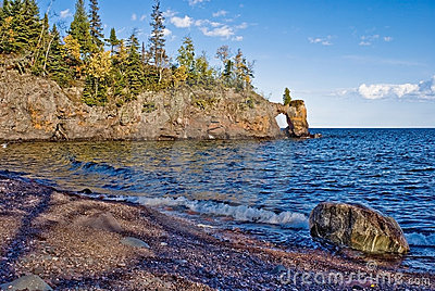Lake superior shoreline, arch
