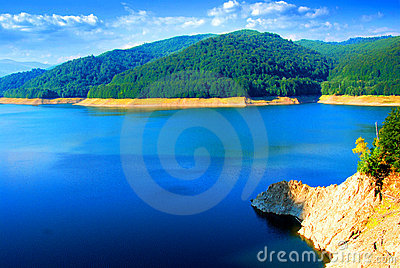 Lake Vidraru and surroundings