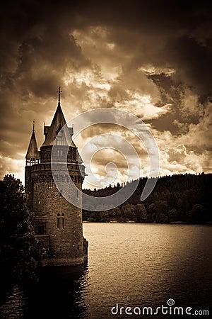 Free Lake Vyrnwy Welsh Water Tower Julian Bound Royalty Free Stock Photo - 39673325