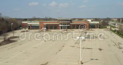 Lake Zurich, IL - APRIL 7, 2020: An empty LA Fitness and parking lot depicts the results of quarantine, social distancing and home stock video
