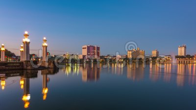 Lakeland, Florida, USA Downtown Cityscape sul lago video d archivio