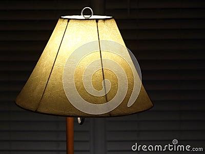 Lampenschirm mit Vorhängen