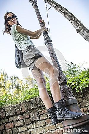 Девушка на lamppost