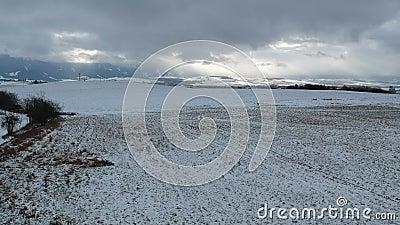 Land in een donkere de winterdag stock videobeelden