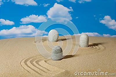 Landschap met stenen op hemel