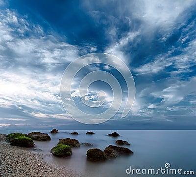 Landskap för havmorgonsoluppgång