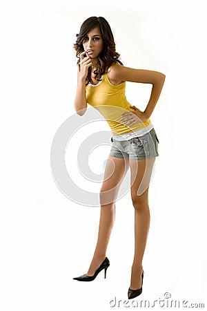 Lange Fahrwerkbeinfrau