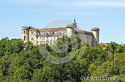 Langhe (Piedmont), castle
