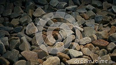 Langsam über farbenfrohe Steine ziehen stock footage