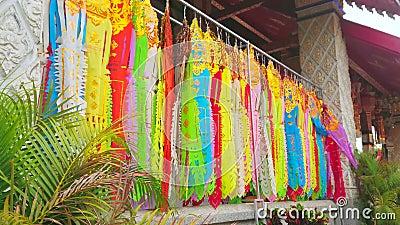 Lannabanners, Wat Phra That Hariphunchai Temple, Lamphun, Thailand stock videobeelden