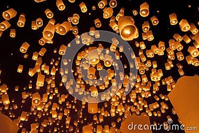 Lanternas asiáticas de flutuação