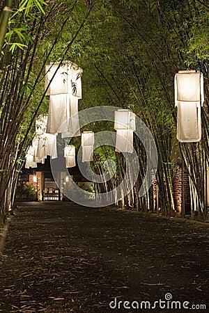 Lanternas asiáticas.