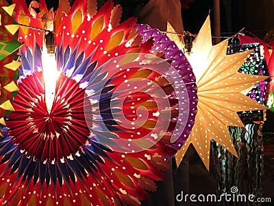 Lanternas coloridas de Diwali