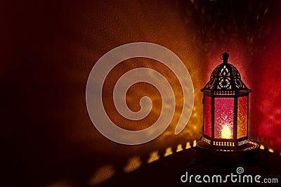 Lanterne Marocaine Avec Le Verre Coloré à La Nuit Photo ...