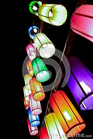 Lanternes colorées de tissu
