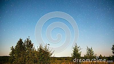 Lantligt landskap för natt med stjärnor, Time-schackningsperiod lager videofilmer