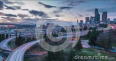 Laps de temps au coucher du soleil du trafic à Seattle, Washington banque de vidéos