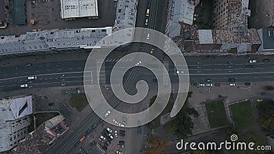 Lapso de tempo épico de um tráfego bussy 4K da rua filme