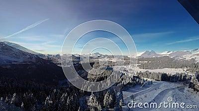 Lapso de tempo da estância de esqui de Avoriaz nos cumes franceses, video estoque