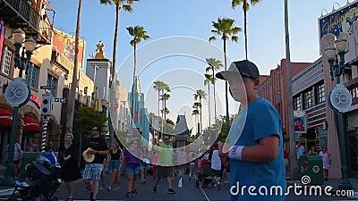Lapso de tempo dos povos que andam no bulevar de Hollywood em est?dios de Hollywood na ?rea de Walt Disney World filme