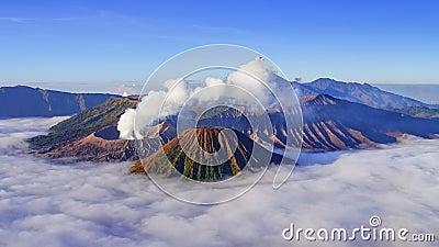 lapso de tempo 4K do vulcão no nascer do sol, East Java de Bromo, Indonésia video estoque
