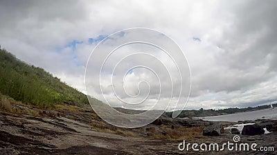 Lapso de tiempo Costa rocosa de la isla de Suomenlinna, Helsinki, Finlandia almacen de video