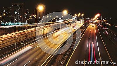 Lapso de tiempo de la conducción de automóviles del tráfico de la carretera en el carretera múltiple del carril almacen de metraje de vídeo