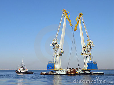 Large maritime cranes and boat