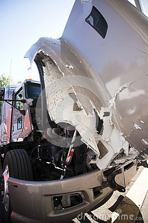 Free Large Semi Truck With Open Hood Crashed In An Accident Royalty Free Stock Images - 93075819