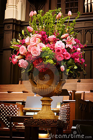 Free Large Vase Of Wedding Flowers In A Church Royalty Free Stock Images - 4803449