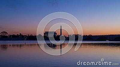 Lasso di tempo di alba su Lincoln Memorial e su Washington Monument in Washington, DC video d archivio