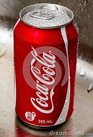 Lata da coca-cola Imagem Editorial