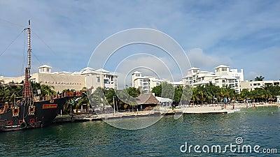Latarnia morska w pobliżu plaży 22 grudnia 2019 r. w Isla Mujeres, Meksyk Isla Mujeres jest uważana za jedną z zbiory wideo
