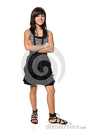 Latinamerikanskt Teen med korsade armar