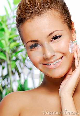 Latinos woman applying moisturiser cream