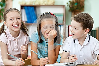 Laughing pupils help to each other